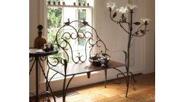 Преимущества кованой мебели для прихожей